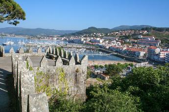 Baiona: Blick vom Fort Monterreal auf Strand und Promenade