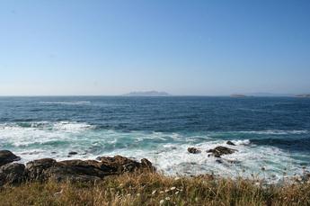 Blick auf den Atlantik und die Inseln des Cabo Sileiro