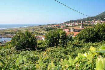 Das kleine Fischerdorf Oia beherbergt das beeindruckende Kloster aus dem 12. Jh.
