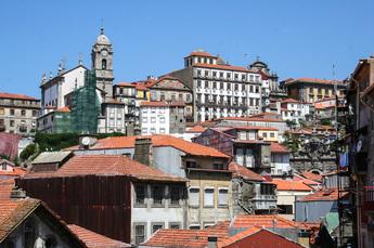Blick über die Dächer der barocken Altstadt Portos