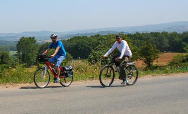 Radfahrer auf dem Camino Portugués im galicischen Hinterland