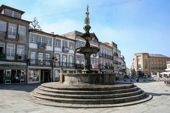 Brunnen in der mittelalterlichen Altstadt von Viana do Castelo