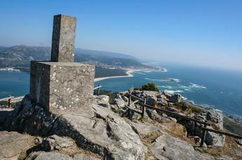 Blick auf den portugiesisch-spanischen Grenzfluss Rio Minho und die Küste