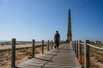 Am Denkmal E Obelisco, ca. 20 km hinter Porto, beginnt erstmals der Holzbohlenweg