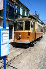 Mit der historischen Tram N°1 können die ersten 4km des Camino Poertugues Costa verkürzt werden