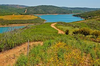 Typisch Barrocal: Naturpfade in ruhiger, leicht welliger Landschaft