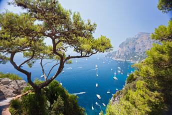 Auf Capri bietet selbst der Hafenblick ein Feuerwerk für die Augen