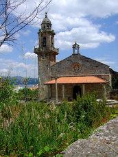 Die kleine Kapelle bei Cee markiert den Punkt, wo der Camino auf die Küste stößt