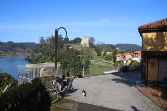 Soto del Barco - das Ziel der 1. Etappe - liegt oberhalb des Mündungsbereichs des Rio Nalón