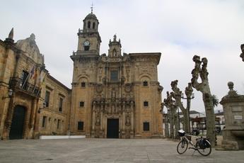 Kathedrale und Rathaus in Vilanova. Wer höher baut, hat auch mehr zu sagen! Na ja, dass war einmal...