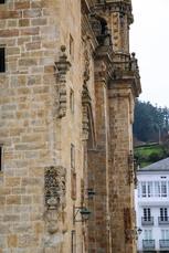 Kathedrale von Mondonedo und im Hintergrund die 140 Höhenmeter, die gleich darauf folgen...