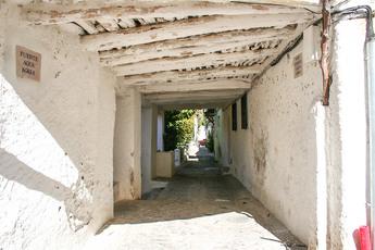 Wenn der Weg auf unseren Karten scheinbar durch die Häuser durchführt, dann sieht das in der Realität so aus!