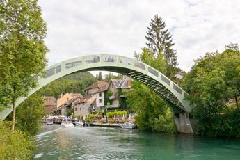 Das mittelalterliche Dorf Chanaz liegt idyllisch am Canal de Savières