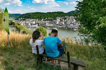 Pause machen kann so schön sein: Blick auf den Rhein und Boppard.