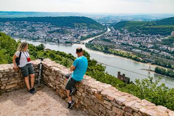 Von der Burgruine Rossel bei Assmannshausen sehen Sie die Nahe-Mündung (in den Rhein)