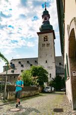 Die Sankt-Jakobus-Kirche in Rüdesheim lädt zur spirituellen Pause ein.