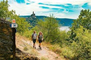 """Lohn der Mühe sind fantastische Panoramen, wie hier auf die """"unkaputtbare"""" Marksburg bei Braubach."""