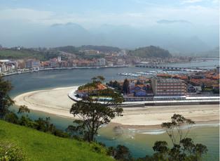 Block 3: Ribadasella und im Hintergrund die Picos de Europa