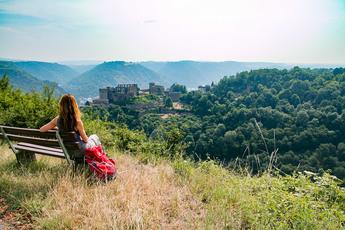 Eines der großen Highlights des Rheinburgenwegs auf dem Präsentierteller: Burg Rheinfels oberhalb von St. Goar.