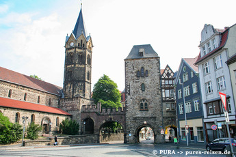 Wer vom Bahnhof kommt, betritt die mittelalterliche Altstadt von Eisenach durch dieses Stadttor