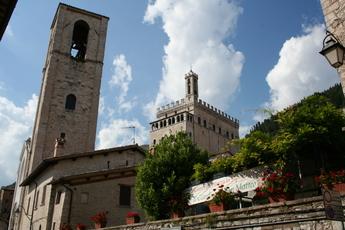 Kriche und Kommunalpalast von Gubbio