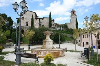 Greccio ist ein wahres Bilderbuch Dorf im Rieti Tal