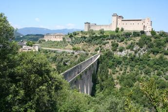 Faszinierend: Die mittelalterliche Brücke von Spoleto
