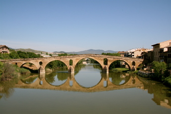 Die historische Brücke bei Puente La Reina