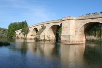Romanische Brücke auf der Etappe von Castrojeriz nach Fromista