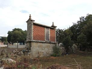 Tipisch galicisch: Horreos sind auf Stelzen gebaute Getreidespeicher