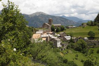 Tella hat nur 8 Einwohner, aber 3 Kirchen und einen Hexenkult