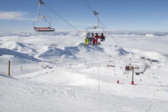 Moderne Sesselllifte und Kabinenbahnen sind in der Sierra Nevada Standard