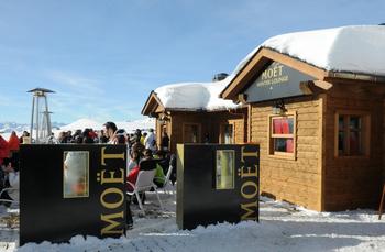 Eine Skihütte für die Freunde des Champagners