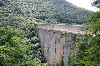 Die berühmte Ponte delle Torri bei Spoleto