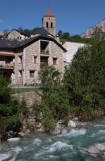 Pyrenäen-Dorf Bielsa am östl. Eingang zum Ordesa-Nationalpark