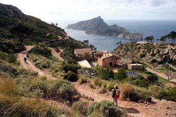 Wanderung mit Blick auf die Dracheninsel Sa Dragonera