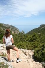 Wandern mit Blick auf das azurblaue Mittelmeer