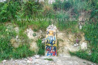 Der 100-km-Wegstein in der Nähe von Brea